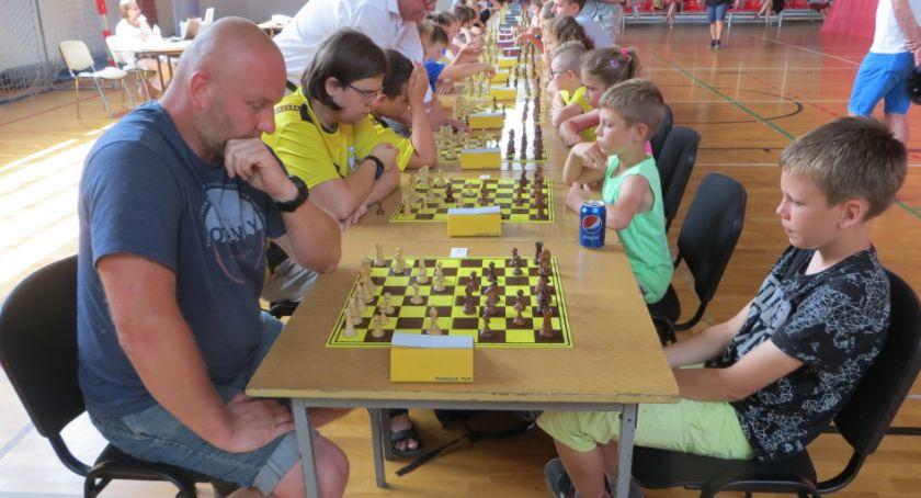 Rekreacja, Młodzi szachiści akcji - zdjęcie, fotografia