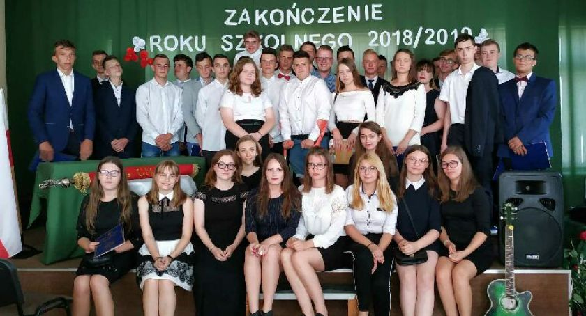 Edukacja, Młodzi pożegnali swoje szkoły - zdjęcie, fotografia