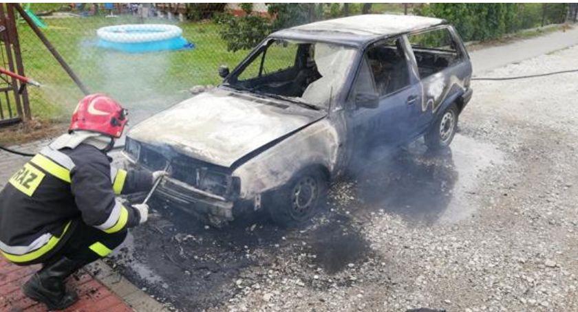 Pożary, Pożar samochodu Podzamku - zdjęcie, fotografia