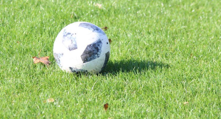 Piłka nożna, Pogrom wiceliderem zadyszka Drwęcy - zdjęcie, fotografia