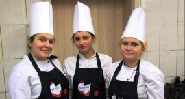 Uczniowie ZS w Kowalewie Pomorskim przygotowali kurczaka po mistrzowsku