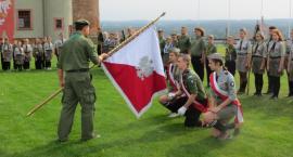 Harcerze z Golubia-Dobrzynia ze sztandarem