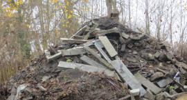 Śmieci z cmentarza zalegają nad Drwęcą?