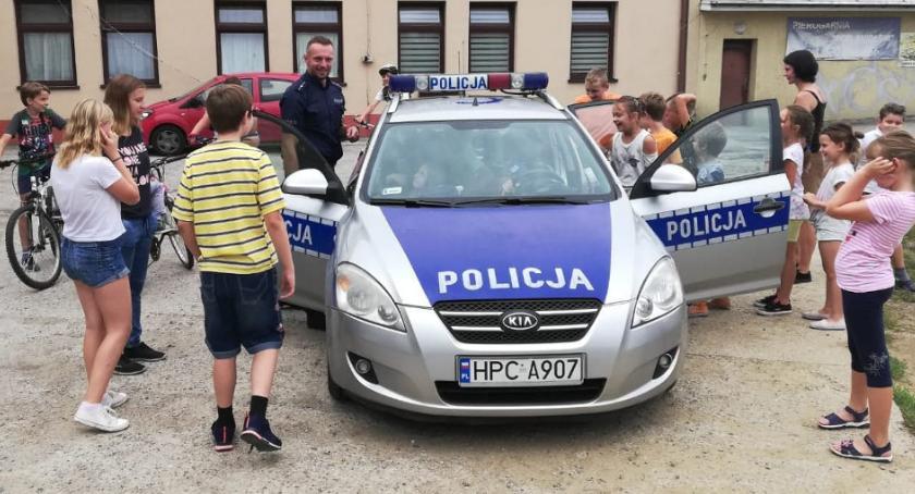 Wydarzenia lokalne, Dzielnicowi odwiedzinami półkoloniach - zdjęcie, fotografia