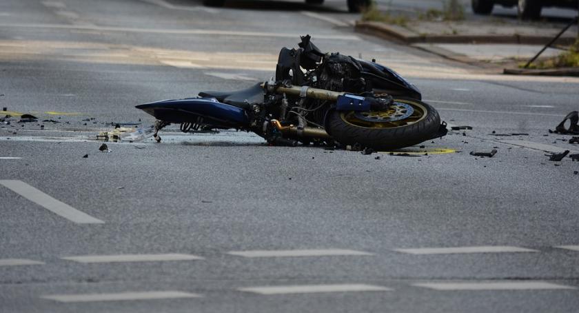 Wypadki, Motocyklem pijaku rowerzystkę - zdjęcie, fotografia