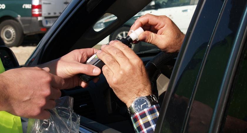 Kronika kryminalna, Weekendowa seria pijanych kierowców - zdjęcie, fotografia