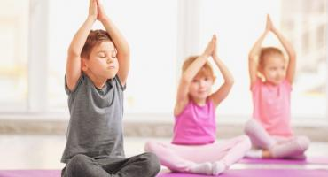 Dlaczego warto zapisać swoje dziecko na jogę?