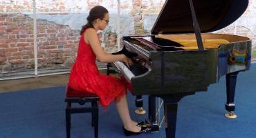 Z Chopinem w zamkowych ruinach
