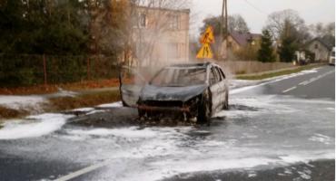 Ugasili płonące auto