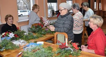 Świąteczne stroiki w gminie Brzuze już gotowe