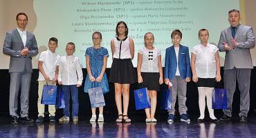 Sukcesy uczniów nagrodzone [dużo zdjęć]