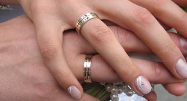 Od prezentów ślubnych trzeba zapłacić podatek. Ministerstwo Finansów wyjaśnia jaki i kiedy