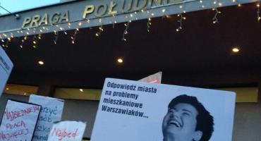Protest przed urzędem dzielnicy. Mieszkańcy kamienic mówią: dość!