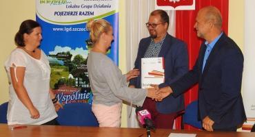 W Szczecinku podpisano kolejne umowy w ramach programu Działaj Lokalnie