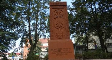 """Ormiański Chaczkar powstał przy Kościele Mariackim. """"Ku wieczności przyjaźni"""""""