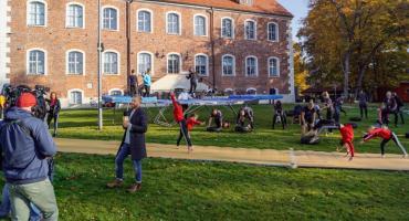Akrobaci i tancerze przed... zamkiem. TVN pokazał, że w Szczecinku jest ładnie