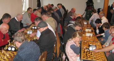 Grali w szachy z okazji Święta Niepodległości