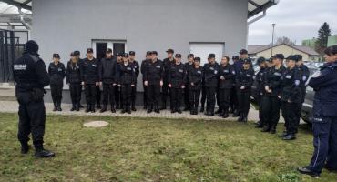 Chcą pracować w policji. Uczniowie z klasy mundurowej z Białego Boru odwiedzili szczecinecką komendę