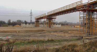 Na budowie obwodnicy Szczecinka, mimo zimy, robi się gorąco