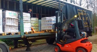 Ciężarówka pełna darmowej żywności