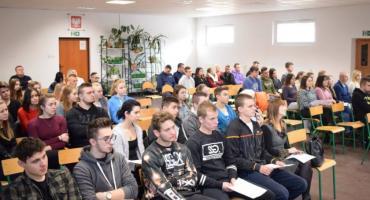 Czy młodzi kierowcy stanowią zagrożenie na drogach? Debata w ZS nr 6 w Szczecinku