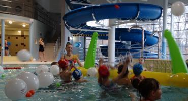 Mikołajkowa zabawa na basenie