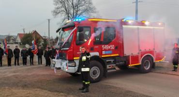 Strażacy z Parsęcka z nowym volvo.