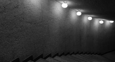 Jak oświetlić schody?