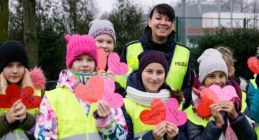 Walentynki i cytryny. Policjanci i uczniowie przypominali kierowcom o bezpieczeństwie
