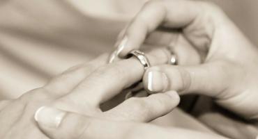 Więcej rozwodów, mniej małżeństw, najwięcej nieślubnych dzieci w Polsce