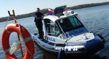 Policjanci ze Szczecinka mają nową łódź. Zobacz, jaka jest szybka!