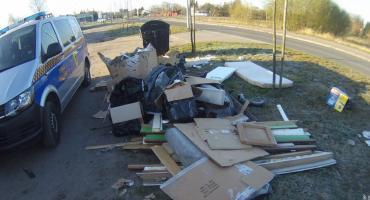 Śmieci podrzucił razem ze swoimi fakturami