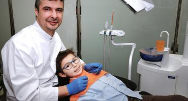 Dziecko u dentysty może się uśmiechać. Jest na to sprawdzona metoda