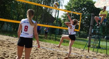 Na plaży w siatkówkę gra się super. W Szczecinku odbyły się II Mistrzostwa Powiatu