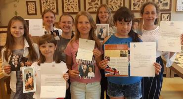 Napisała do nich księżna Kate i książę William! Uczennice SP nr 7 otrzymały pozdrowienia z pałacu Buckingham
