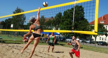 Zagrali w siatkówkę plażową. Pierwszy Turniej o puchar Starosty Szczecineckiego