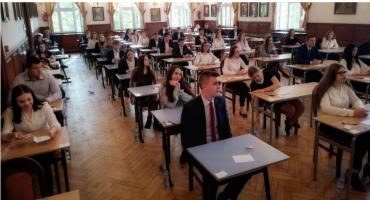 Maturalny egzamin poprawkowy. Ilu absolwentów z powiatu może do niego przystąpić?