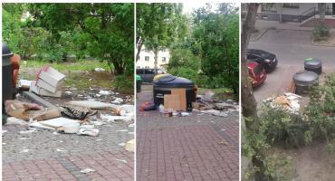 """Dosyć! - mówią mieszkańcy ul. Mariackiej. """"Śmieci porozrzucane są tu 7 dni w tygodniu"""""""
