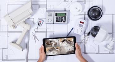 Jak dobrać, rozplanować i zamontować najważniejsze elementy alarmu w domu?