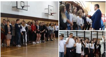 W Szczecinku rozpoczął się rok szkolny 2019/2020. Tłumy uczniów w ZS nr 2