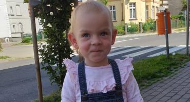 Rak zaatakował oczy małej Amelki. Wciąż potrzebne jest wsparcie