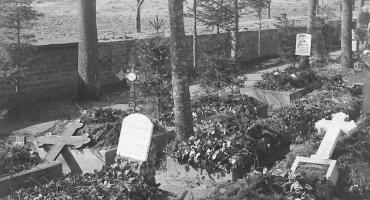 Dewastacja 30 nagrobków na cmentarzu w Neustettin. Zrobili to Erich i Kurt