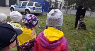 """Dzieci z """"Misia"""" opanowały na chwilę komisariat policji w Szczecinku"""