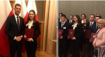 Rada Dzieci i Młodzieży RP: Paula Jakubik odebrała zaświadczenie z rąk Ministra