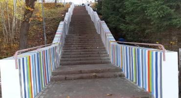 Tęczowe schody? Tylko w Białym Borze