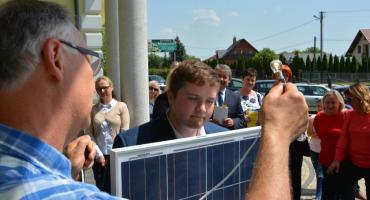 Uczniowie z Cieszacina Wielkiego prowadzili badania na temat energii ze słońca (ZDJĘCIA, WIDEO)