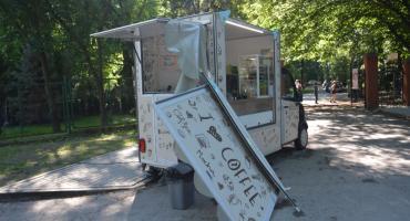 Wypadek w parku miejskim z udziałem Cafe Mobil