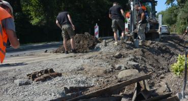 Fragmenty czołgu znaleziono przy remoncie drogi w Pełkiniach