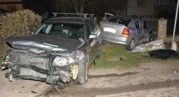 Osiem osób trafiło do szpitala po zderzeniu aut w Rozborzu Długim