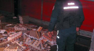 Chciał przemycić ponad 30 tys. paczek papierosów [FOTO]